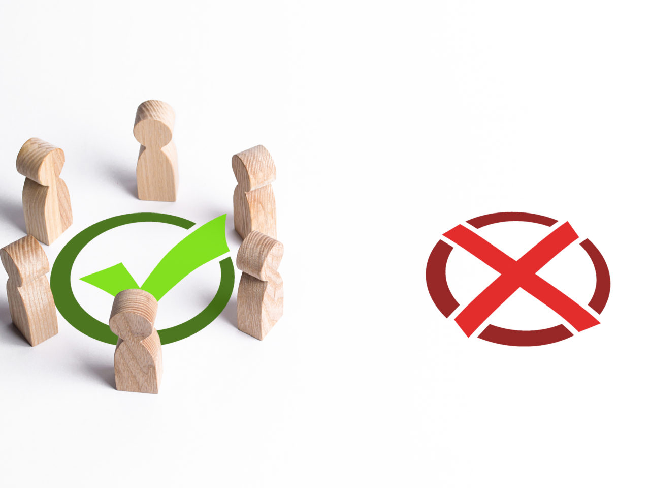 A group of people surrounded a green checkmark, ignoring the red X. The right collective choice, smart strategy and foresight. Professionalism, cooperation and collaboration. Public approval.